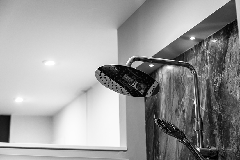 What's New in the Shower? Full Slabs and Invisible Drains